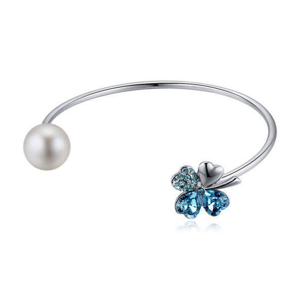 Picture of Lucky Leaves Crystal Inlaid Bracelet