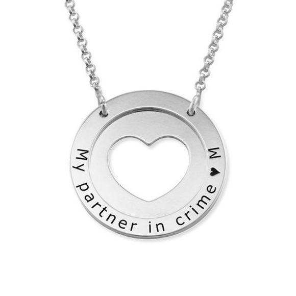Imagen de Collar personalizado con círculo interior de corazón en plata de ley 925