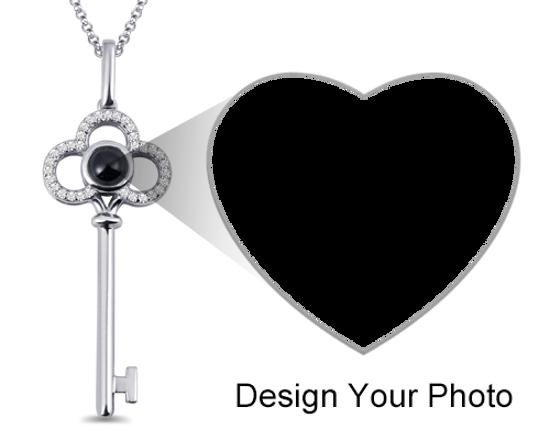 Immagine di Collana con chiave per proiezione fotografica micro incisa personalizzata
