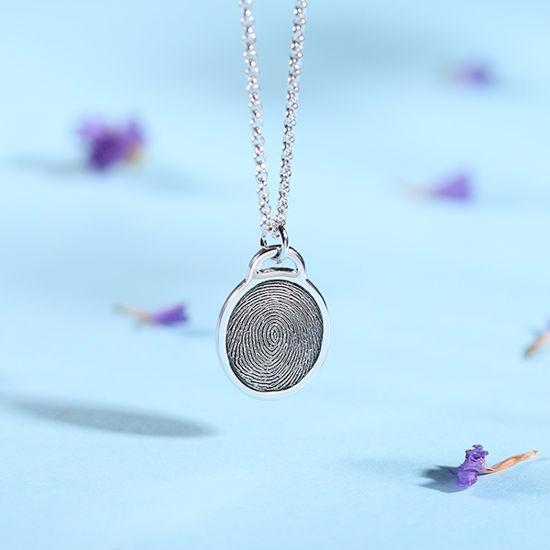Imagen de Collar de elipse de huellas dactilares personalizado de plata esterlina