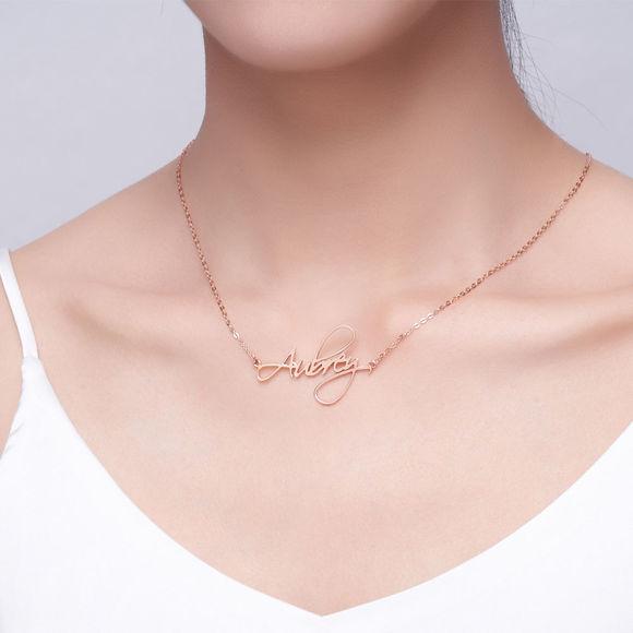 Imagen de Collar personalizado con nombre estilo guión en plata de ley 925