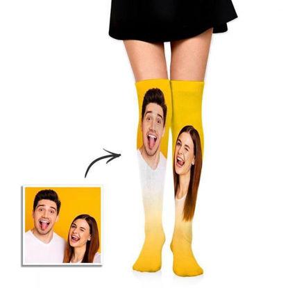 Immagine di Calzini personalizzati sopra il ginocchio per regali di coppia