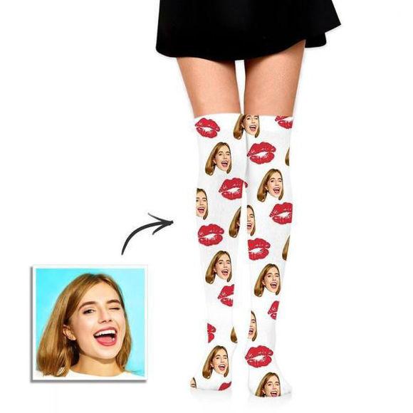Immagine di Calze personalizzate stampate al ginocchio con dolci baci