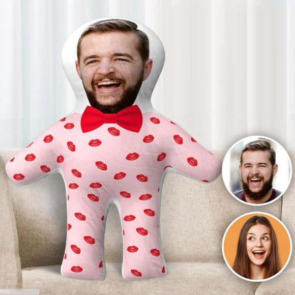 Immagine di Cuscino a forma umana con foto personalizzata per regali