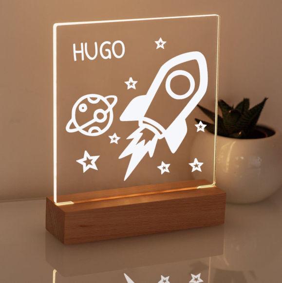 Immagine di Luce notturna a razzo - Personalizzata con il nome di tuo figlio